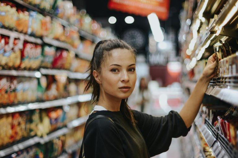 Jak można realizować zakupy produktów spożywczych na odpowiednich warunkach?