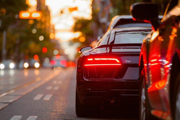 Jest wiele powodów i okoliczności przemawiających za wynajęciem auta